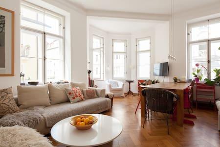 Sehr schöne zentrale 130 qm Wohnung - Wohnung