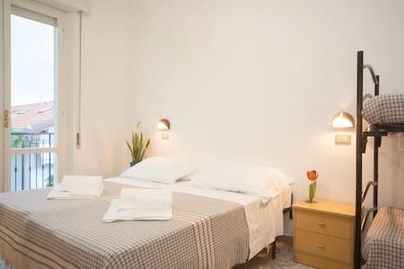 Camera Matrimoniale/Doppia + castello (306) - Rimini - Bed & Breakfast
