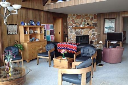 Beautiful Lakefront Cottege - Apartment