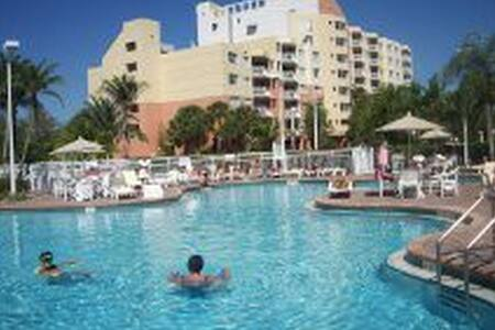 WOW! PRIVATE RESORT UNIT ONLY $99 SLEEP 4, Pool! - Weston - Kondominium