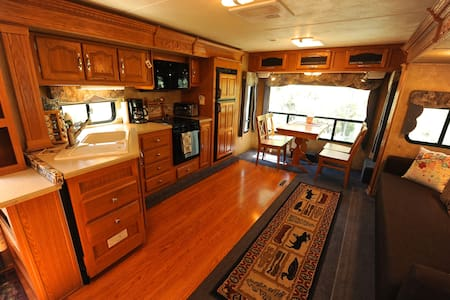 Spacious RV with private yard - Bridgeport - Camping-car/caravane