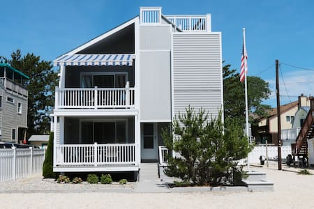 Wonderful Beach Haven Duplex - Top Floor - 4 BR - Casa