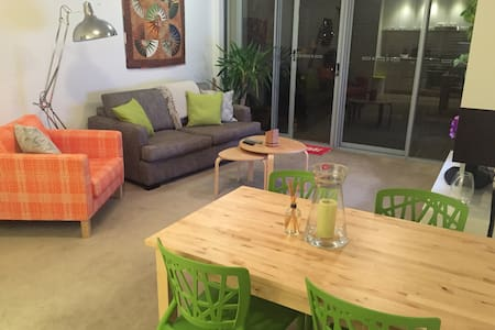 Spacious 1 bedroom unit in great location! - Redfern - Apartment