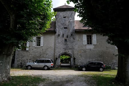 Chateau de Cormand modern double - Bed & Breakfast
