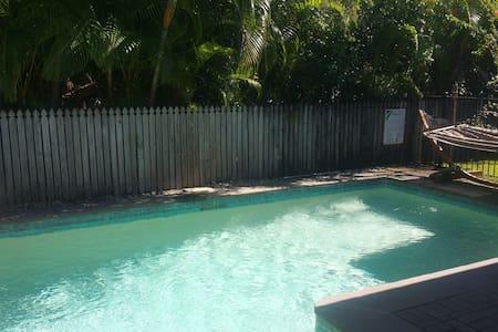 Peaceful house w. pool, breakfast+free transfers! - Brinsmead - House