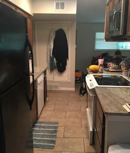 Cozy ,clean house - dog friendly - Irving - House