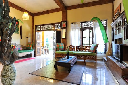 Ume Sita is located in Ubud. Free WiFi access is available in this homestay. The accommodation will provide you with a balcony. Featuring a shower, private bathroom ,full balinese disign, feel vilage nature,  You can enjoy garden view from the room.