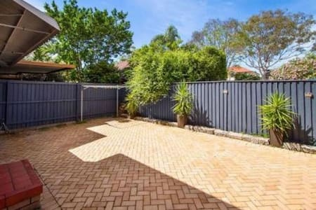 Small Beautiful Place - Revesby - Hus