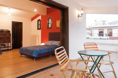 4 Rooms in a villa near the beach, private terrace - Elliniko - Villa