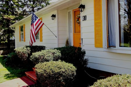 Single room Spacious Home in Picturesque Fredonia - Fredonia - Hus