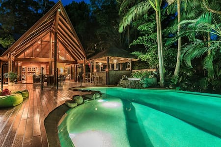 Unique & secluded in Noosa with spa - Hus