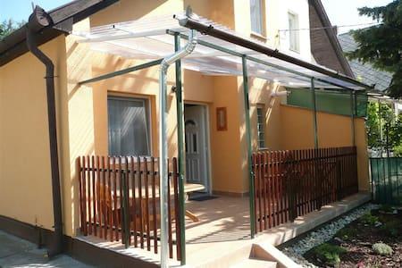 Boglári Csalogány - House