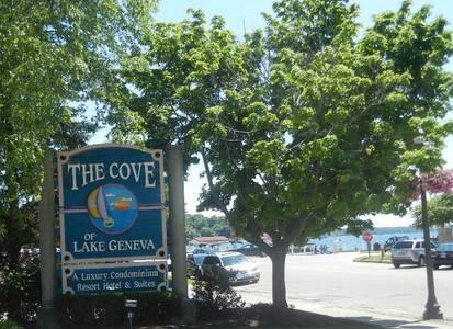 King size bed, full service kitchen - Lake Geneva - Condominium