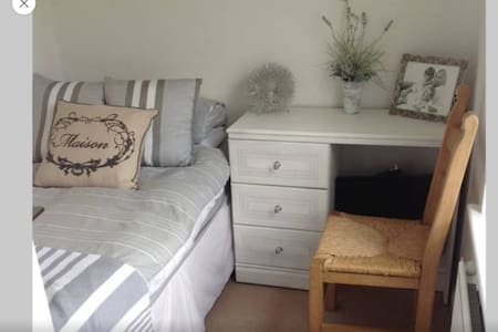 Pretty single room in sunny house - Burniston - Casa
