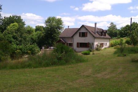 Grande maison calme et chaleureuse en Creuse - Haus