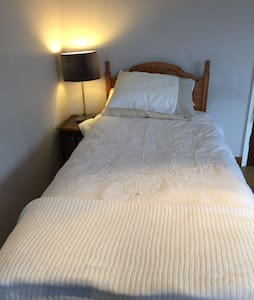 Ensuite bedroom in Wendover - Wendover - Casa