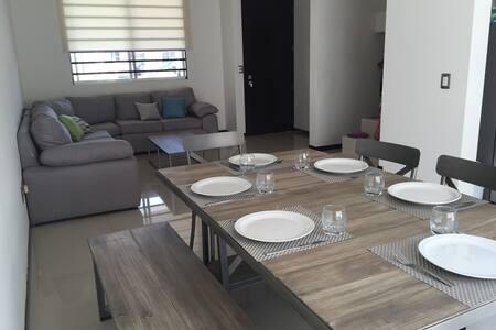 Home in Zona Real Guadalajara (TEC, PALCCO, Flex) - Zapopan - Casa a schiera