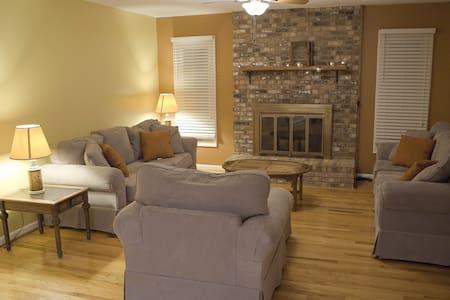 Cozy Room Near Downtown Asheville - Arden - Hus