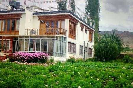Khangsar Deluxe Home Stay - Szoba reggelivel