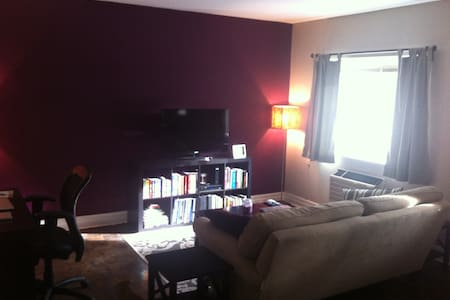 Stay at the center of Pride Toronto! - Toronto - Apartment