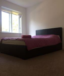 3 Double Bedrooms in Dublin Suburbs - Ashbourne