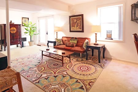 Elegant & Upscale private courtyard Apt w/kitchen - Stafford - Byt