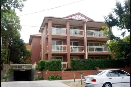 Double room with private balcony!! - Randwick