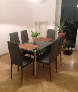 Zimmer mitten in der Klagenfurter Innenstadt - Lakás