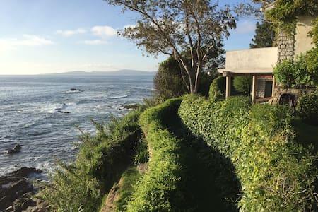 Casa jardín orilla del mar frente a las Islas Cíes - Haus