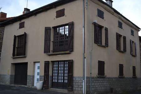 Appartement dans maison de Bourg - Apartment