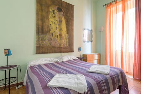Sixbeds dbl room, We share, we care! - Rome - Apartment