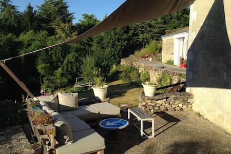 2 chambres dans petit village - Saint-Simeux - Hus
