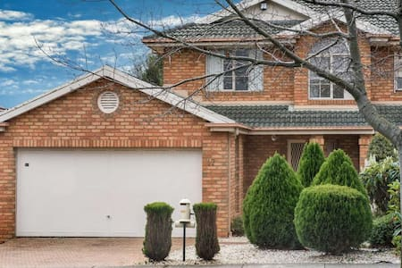 Luxury holiday house in Central Melbourne! - Blackburn North - House