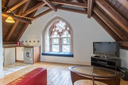 Beautiful city flat in a converted church. - Dublin - Apartment