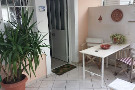 Studio 10min. away from the Athens airport. - House