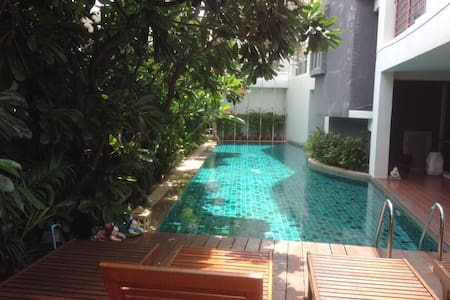 Nice, clean & quiet one bedroom, near khaosarn rd - Bangkok - Daire