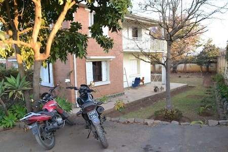 Grande maison près du centre - Antananarivo Atsimondrano - Hus
