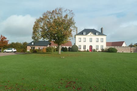 Maison normande, jardin et parking - Hus