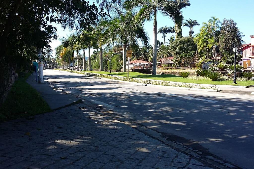 Avenida em frente a casa