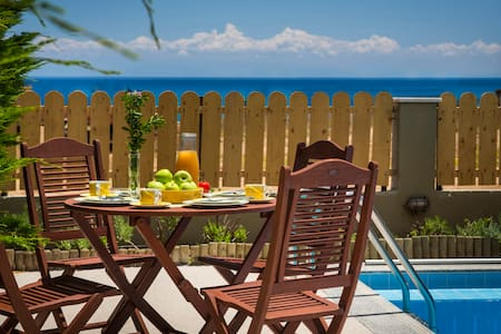 Beachfront & exclusive villa in Skala beach - Villa