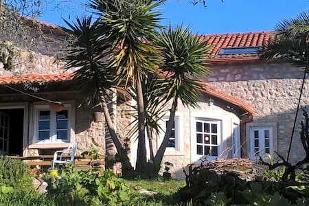 Natursteinhaus in ruhiger Lage - House