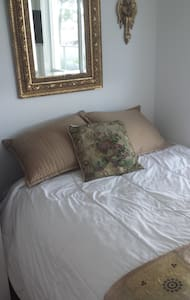 Females only.Beautiful room in downtown Toronto - Toronto - Appartement en résidence