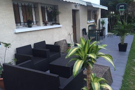 Appart 65 m2 dans pavillon + Jardin - Wohnung