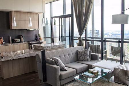 Luxury condo in upscale Yorkville! - Toronto - Appartement