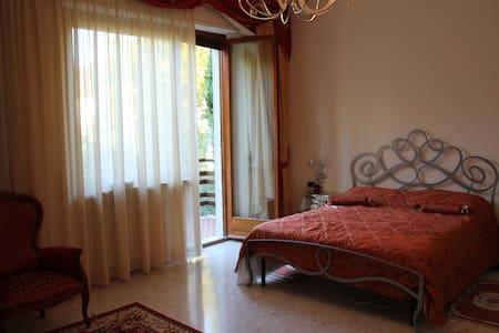 Royal room in Villa Sbatella. - Pedaso - Villa