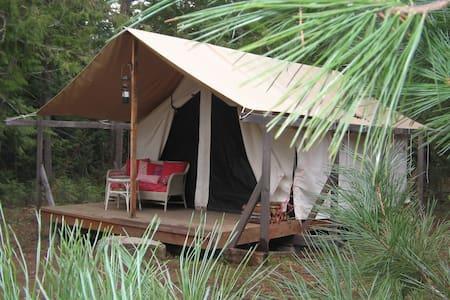 Huckleberry Tent & Breakfast -Cedar - Bed & Breakfast