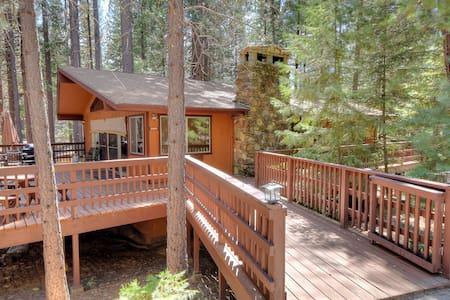 Yosemite's Papa Bear Cabin, wifi! - Talo