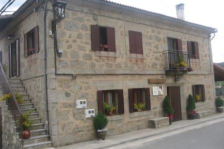 Casa  Las 2 Asomaillas en gredos hoyos del espino - Hoyos del Espino - Casa