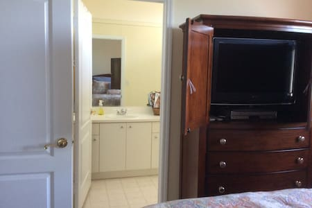 Private room and bathroom in Doral. Female guests - 多拉(Doral)
