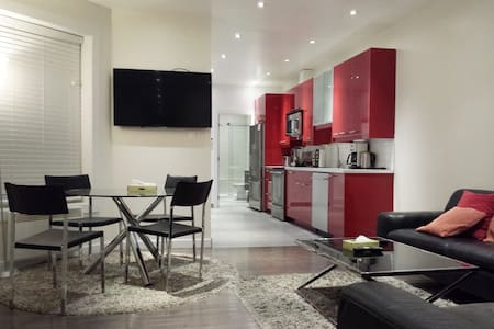 Gorgeous 4 bedroom in the Plateau! - Montréal - Wohnung
